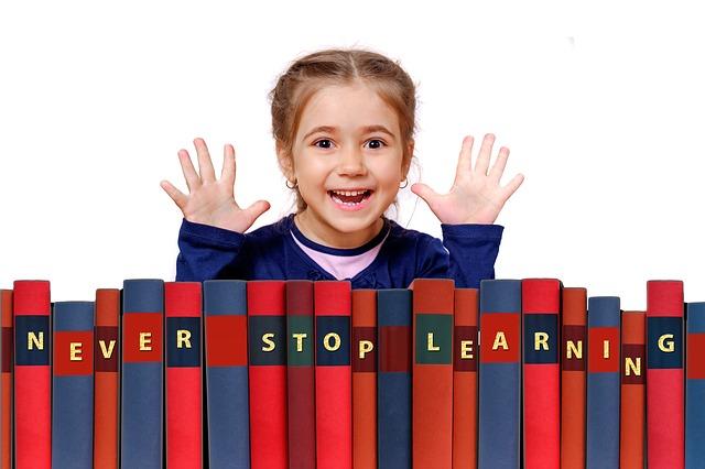 holčička s knihami