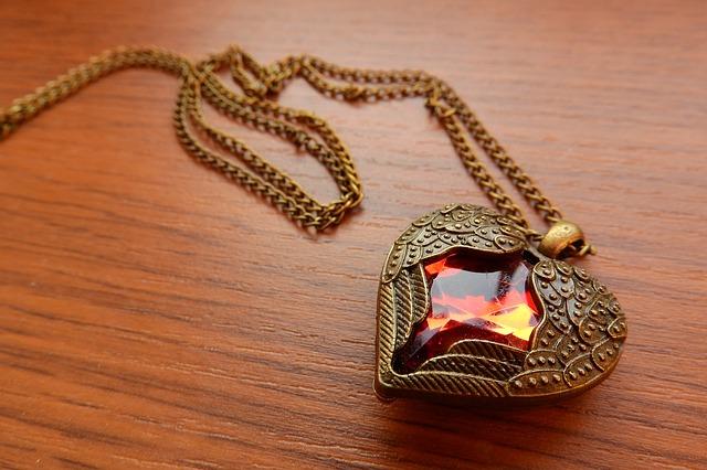 náhrdelník s okřídleným srdcem