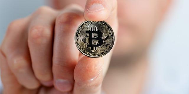 crypto-měna v ruce