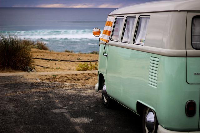 minibus u moře
