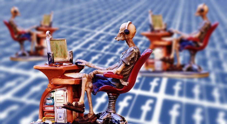 figurky u počítače