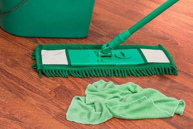 úklid podlahy