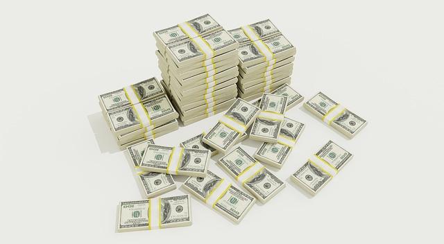 hromada peněz na cokoli