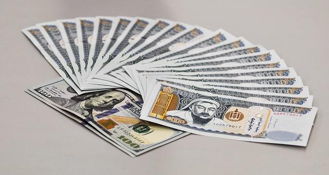 vějíř bankovek, měna