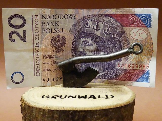bankovka, sekera, polská měna